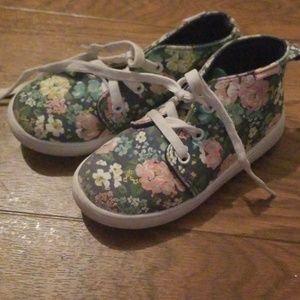 Girls sz 9 high top flower sneakers